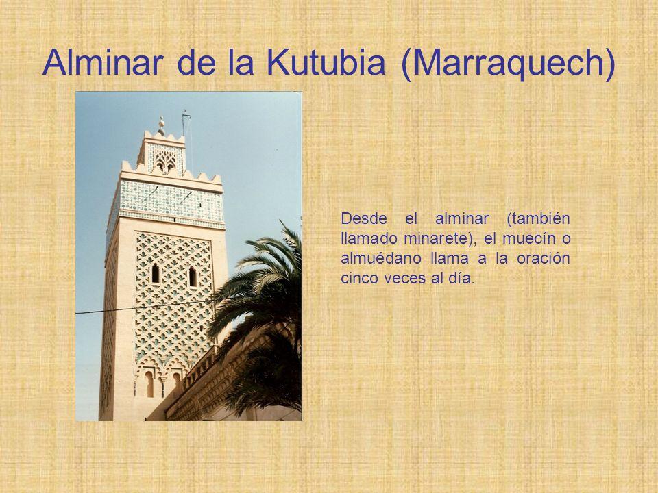 Alminar de la Kutubia (Marraquech) Desde el alminar (también llamado minarete), el muecín o almuédano llama a la oración cinco veces al día.