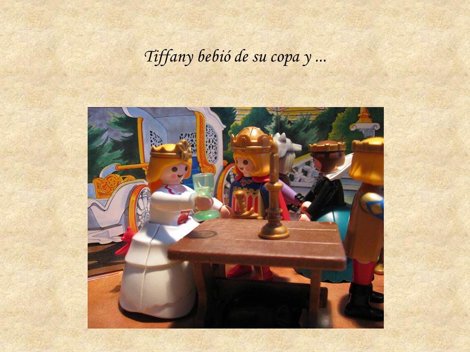 Tiffany bebió de su copa y...