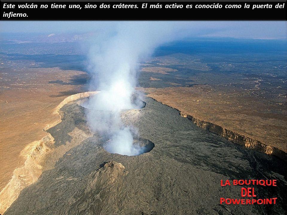 Temperaturas de más de mil grados centígrados no son suficientes para mantener esta sopa de roca líquida fundida en la superficie del lago de lava. Es
