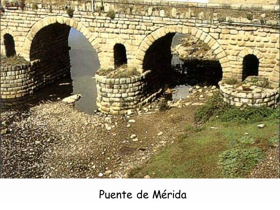 Puente de Alcántara El trazado de estas vías exigía con frecuencia la construcción de puentes, que manifiestan la misma firmeza constructiva que las c