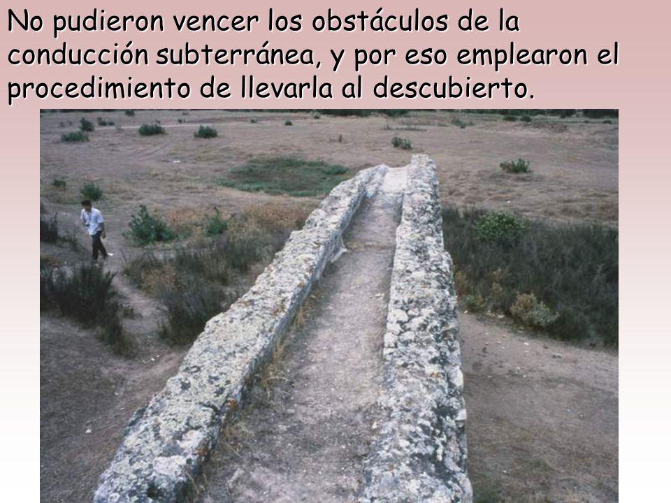 Acueducto de Segovia Para abastecer de agua a las ciudades, la almacenaron en alejados pantanos y la condujeron por medio de grandes acueductos.