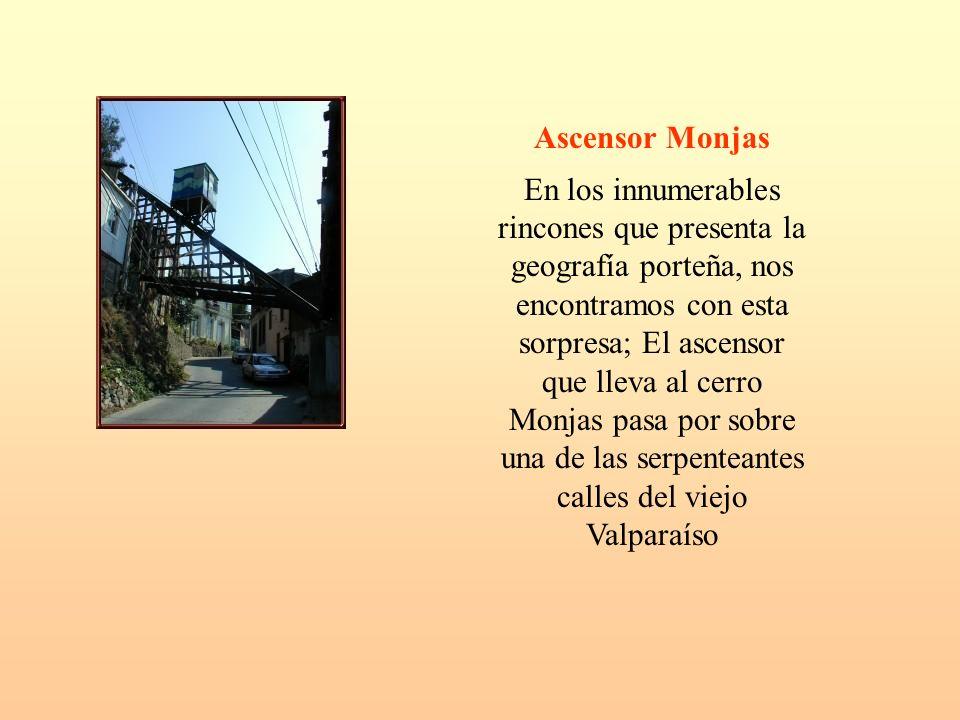 Ascensor Monjas En los innumerables rincones que presenta la geografía porteña, nos encontramos con esta sorpresa; El ascensor que lleva al cerro Monj