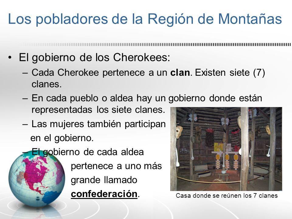Los pobladores de la Región de Montañas El gobierno de los Cherokees: –Cada Cherokee pertenece a un clan. Existen siete (7) clanes. –En cada pueblo o