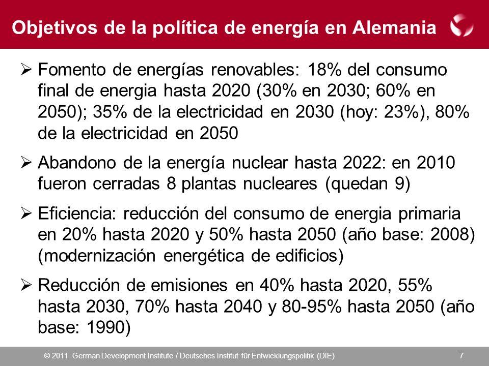 © 2011 German Development Institute / Deutsches Institut für Entwicklungspolitik (DIE) Objetivos de la política de energía en Alemania Fomento de energías renovables: 18% del consumo final de energia hasta 2020 (30% en 2030; 60% en 2050); 35% de la electricidad en 2030 (hoy: 23%), 80% de la electricidad en 2050 Abandono de la energía nuclear hasta 2022: en 2010 fueron cerradas 8 plantas nucleares (quedan 9) Eficiencia: reducción del consumo de energia primaria en 20% hasta 2020 y 50% hasta 2050 (año base: 2008) (modernización energética de edificios) Reducción de emisiones en 40% hasta 2020, 55% hasta 2030, 70% hasta 2040 y 80-95% hasta 2050 (año base: 1990) 7
