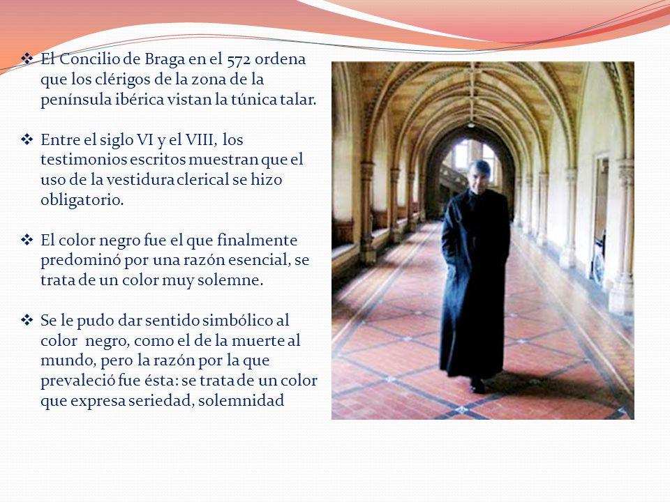 El Concilio de Braga en el 572 ordena que los clérigos de la zona de la península ibérica vistan la túnica talar. Entre el siglo VI y el VIII, los tes