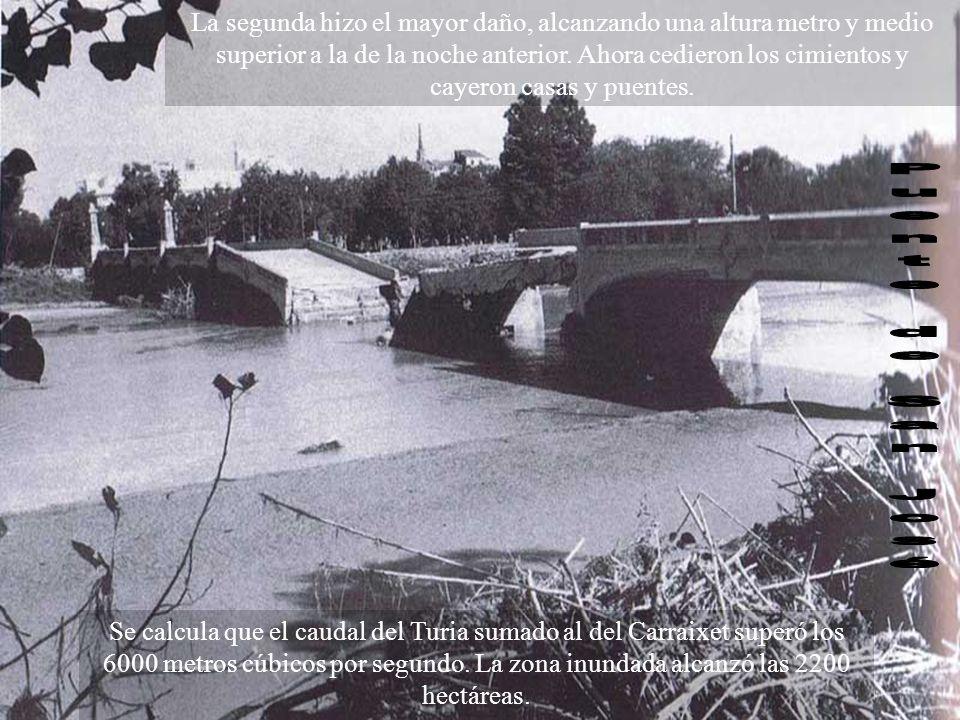 La segunda riada Hacia la una de la tarde, en Gobierno Civil y en el Ayuntamiento no había ninguna duda: una nueva inundación, mayor que la primera, s