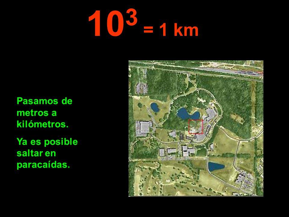 Se puede observar una ciudad y sus alrededores. 10 4 = 10 km