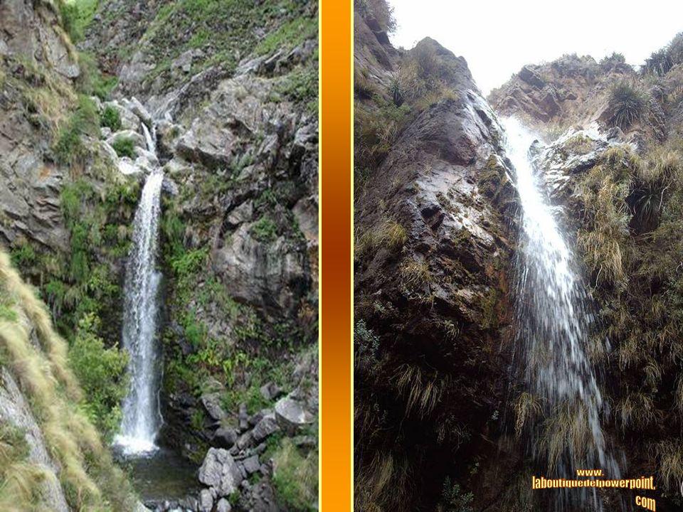 El Chorro de San Ignacio es un salto de gran belleza con 25 metros de caída. A unos cuatrocientos metros se encuentra la Laguna Milagrosa de incompara