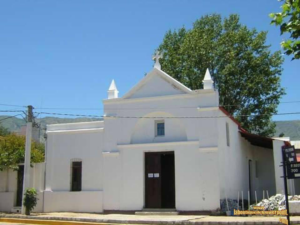 PAPAGAYOS Es un pintoresco pueblo situado sobre la falda de las Sierras Comechingones.
