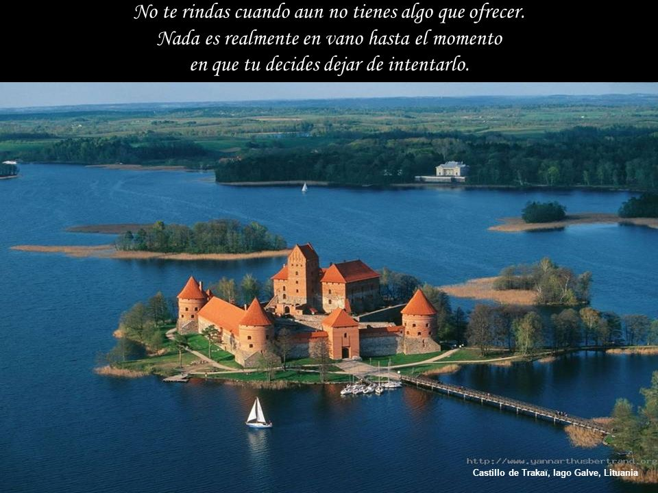 Castillo de Trakaï, lago Galve, Lituania No te rindas cuando aun no tienes algo que ofrecer.