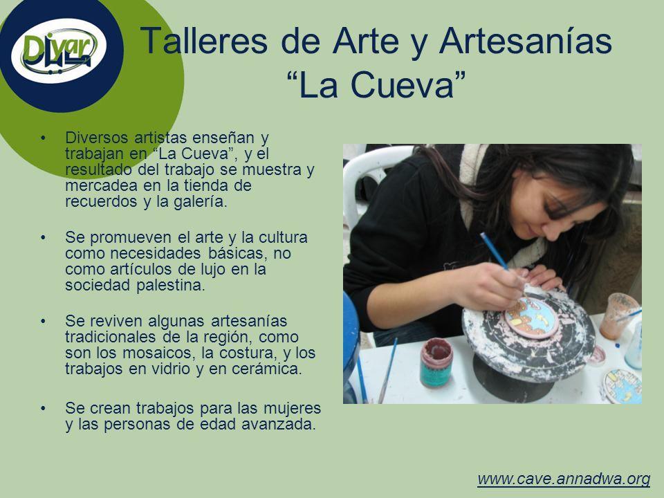 Talleres de Arte y Artesanías La Cueva Diversos artistas enseñan y trabajan en La Cueva, y el resultado del trabajo se muestra y mercadea en la tienda
