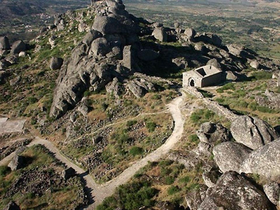 La difícil subida hasta el castillo se ve compensada por uno de los más espectaculares miradores de la región.