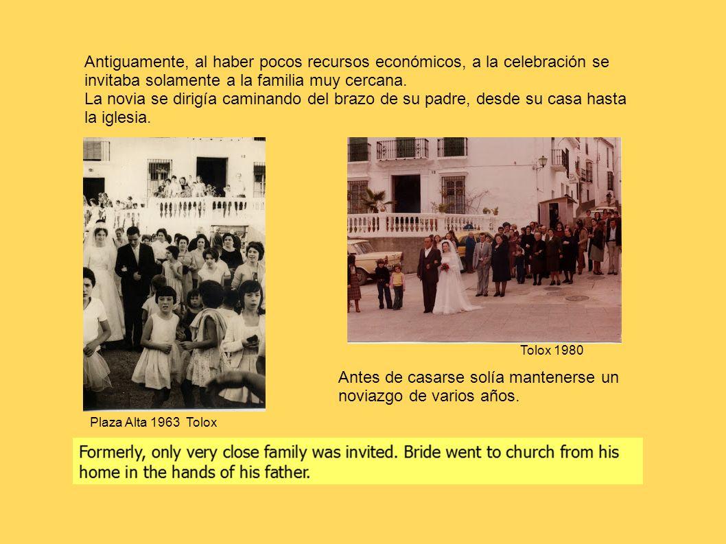 Antiguamente, al haber pocos recursos económicos, a la celebración se invitaba solamente a la familia muy cercana. La novia se dirigía caminando del b