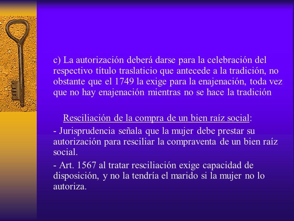 c) La autorización deberá darse para la celebración del respectivo título traslaticio que antecede a la tradición, no obstante que el 1749 la exige pa