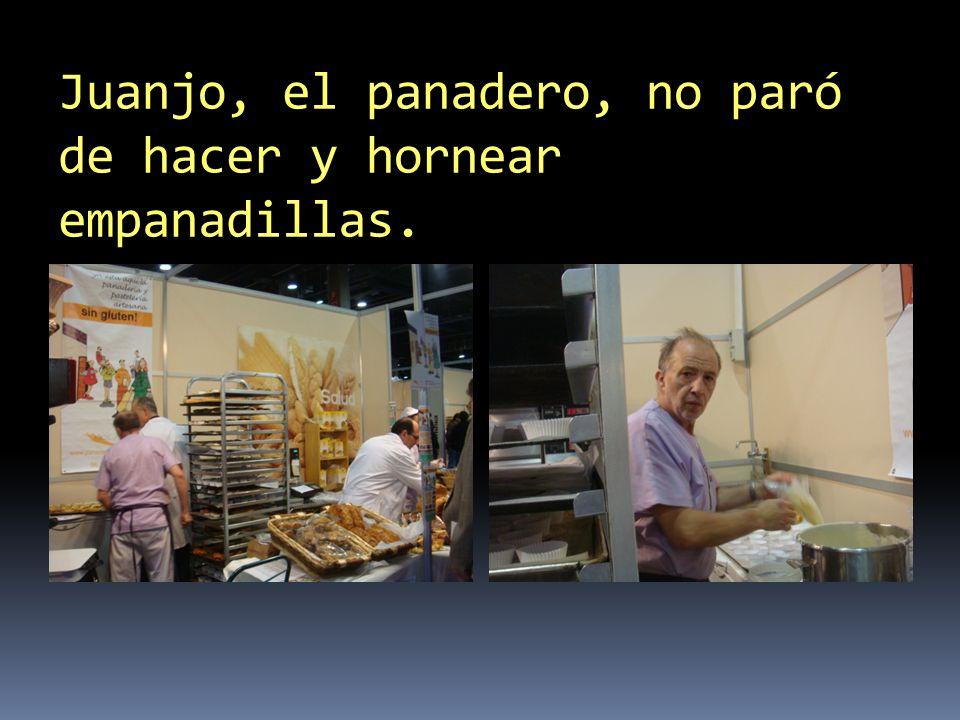 Juanjo, el panadero, no paró de hacer y hornear empanadillas.