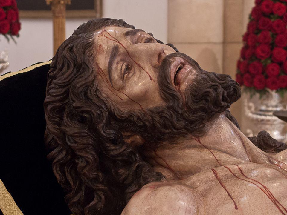 «El seguimiento a Cristo irá acompañado de un continuo conocimiento y amor a su persona y a su obra. Él ha de constituir el centro de los trabajos, y