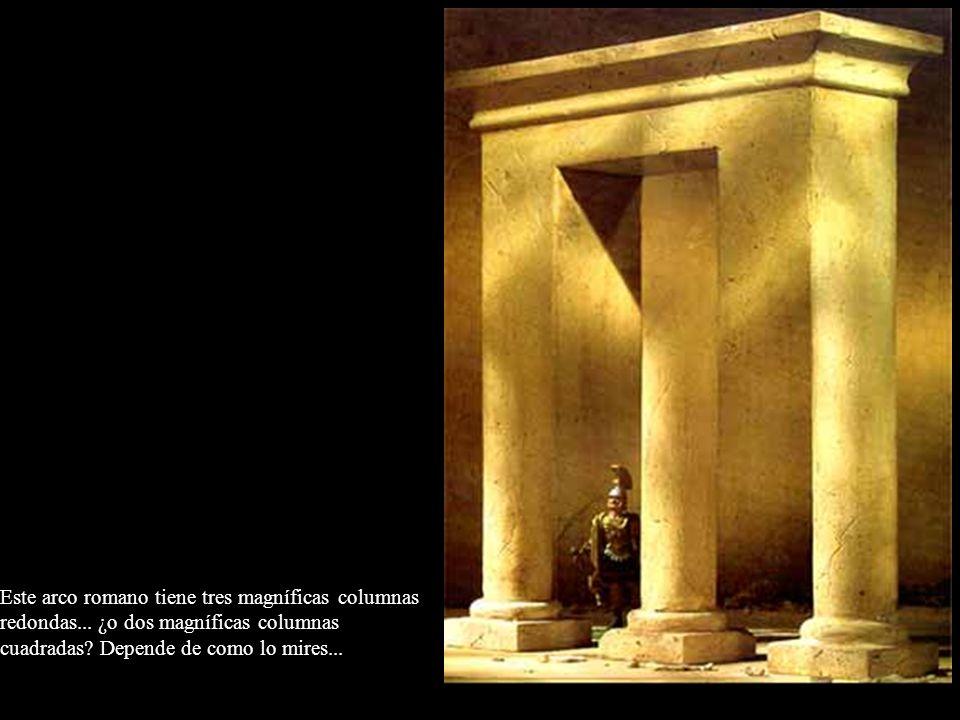 Este arco romano tiene tres magníficas columnas redondas... ¿o dos magníficas columnas cuadradas? Depende de como lo mires...
