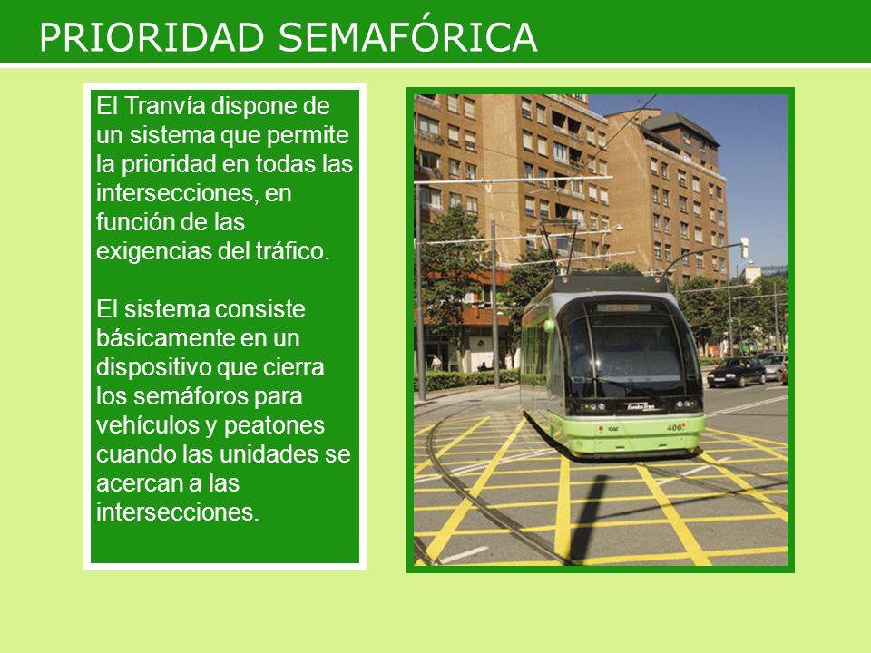 PRIORIDAD SEMAFÓRICA El Tranvía dispone de un sistema que permite la prioridad en todas las intersecciones, en función de las exigencias del tráfico.
