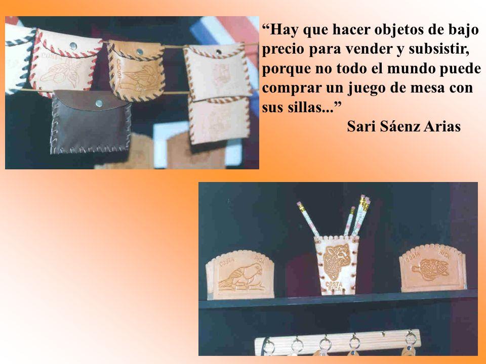 Hay que hacer objetos de bajo precio para vender y subsistir, porque no todo el mundo puede comprar un juego de mesa con sus sillas... Sari Sáenz Aria