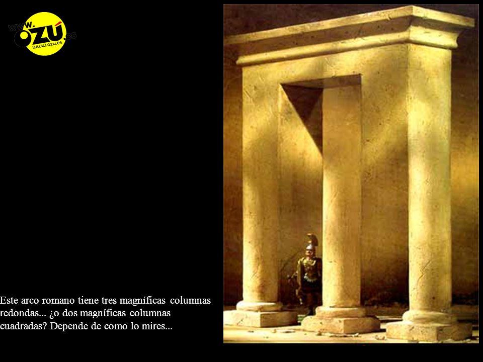 Este arco romano tiene tres magníficas columnas redondas...