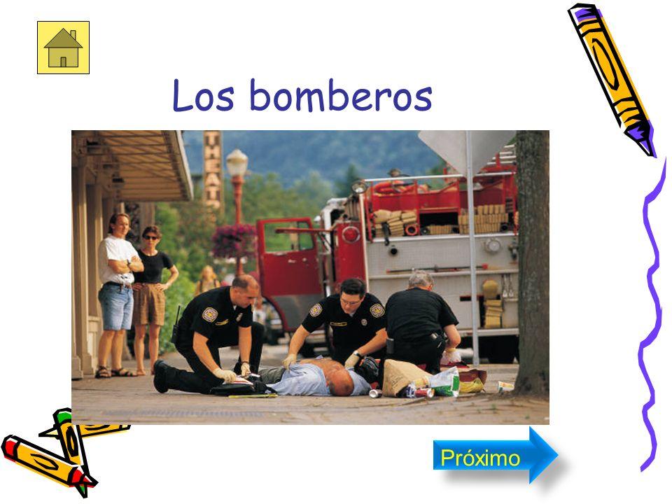 El bombero Se le llama a si porque para apagar fuegos utilizaban bombas para sacar el agua de pozos, ríos o cualquier otro deposito o almacén de agua
