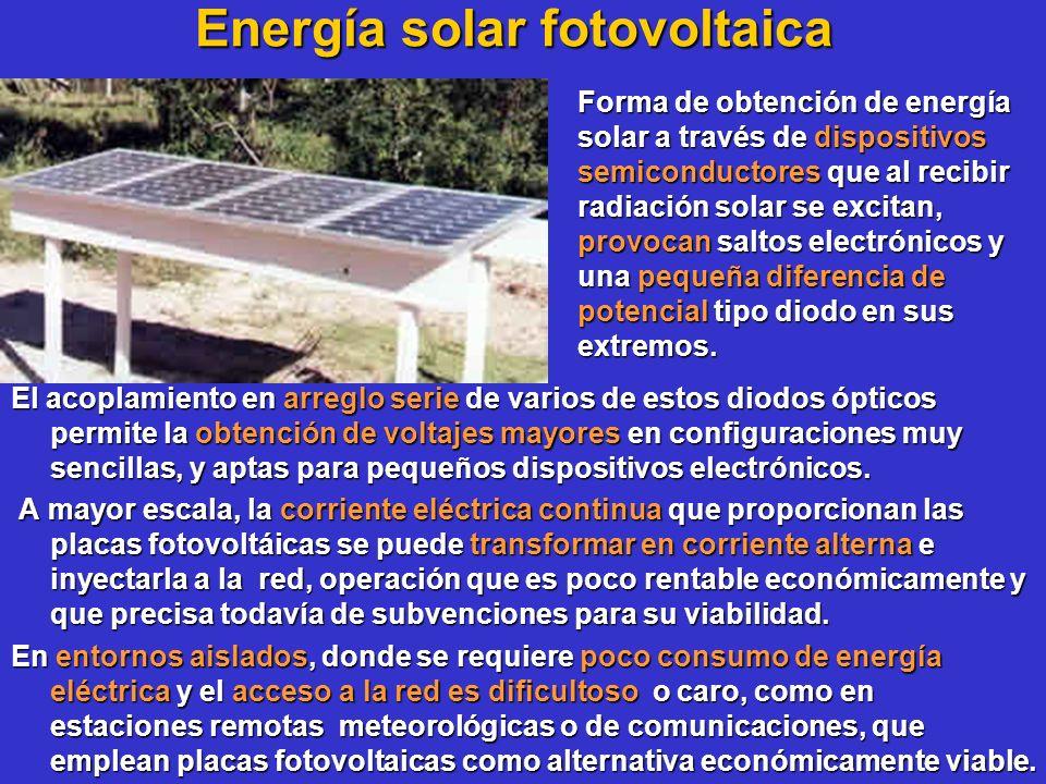 Energía solar fotovoltaica El acoplamiento en arreglo serie de varios de estos diodos ópticos permite la obtención de voltajes mayores en configuracio