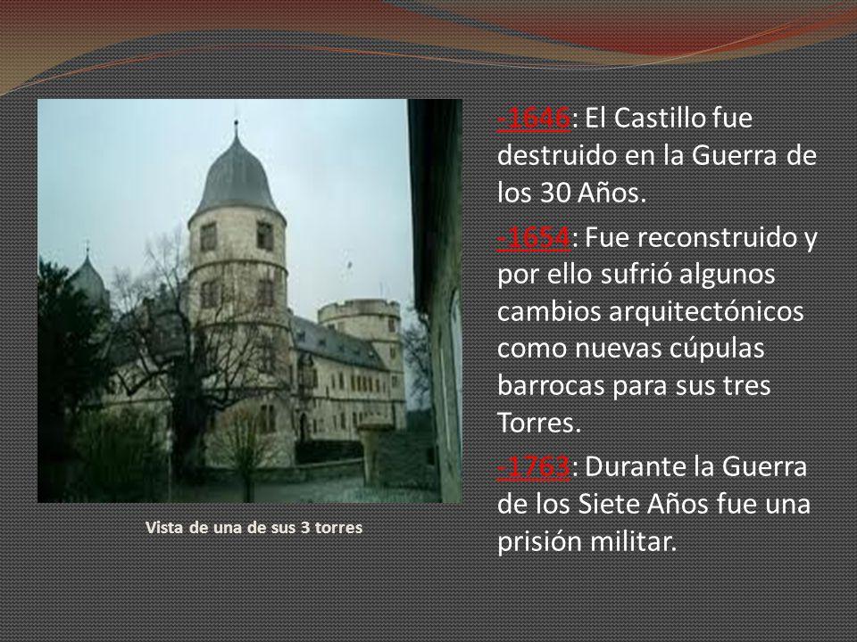 Vista de una de sus 3 torres -1646: El Castillo fue destruido en la Guerra de los 30 Años. -1654: Fue reconstruido y por ello sufrió algunos cambios a