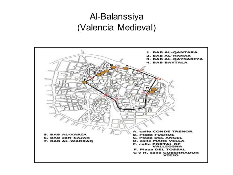Accesos ciudad de Valencia Los principales ejes de crecimiento urbano desde mediados del siglo xx han sido los siguientes: - El sur de la ciudad, a raíz del trazado de un nuevo curso artificial para el Turia, que bordea la ciudad por el oeste y por el sur.