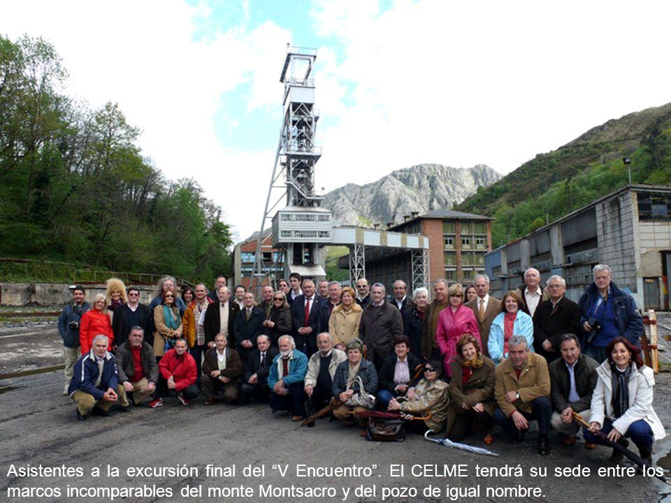 Asistentes a la excursión final del V Encuentro. El CELME tendrá su sede entre los marcos incomparables del monte Montsacro y del pozo de igual nombre