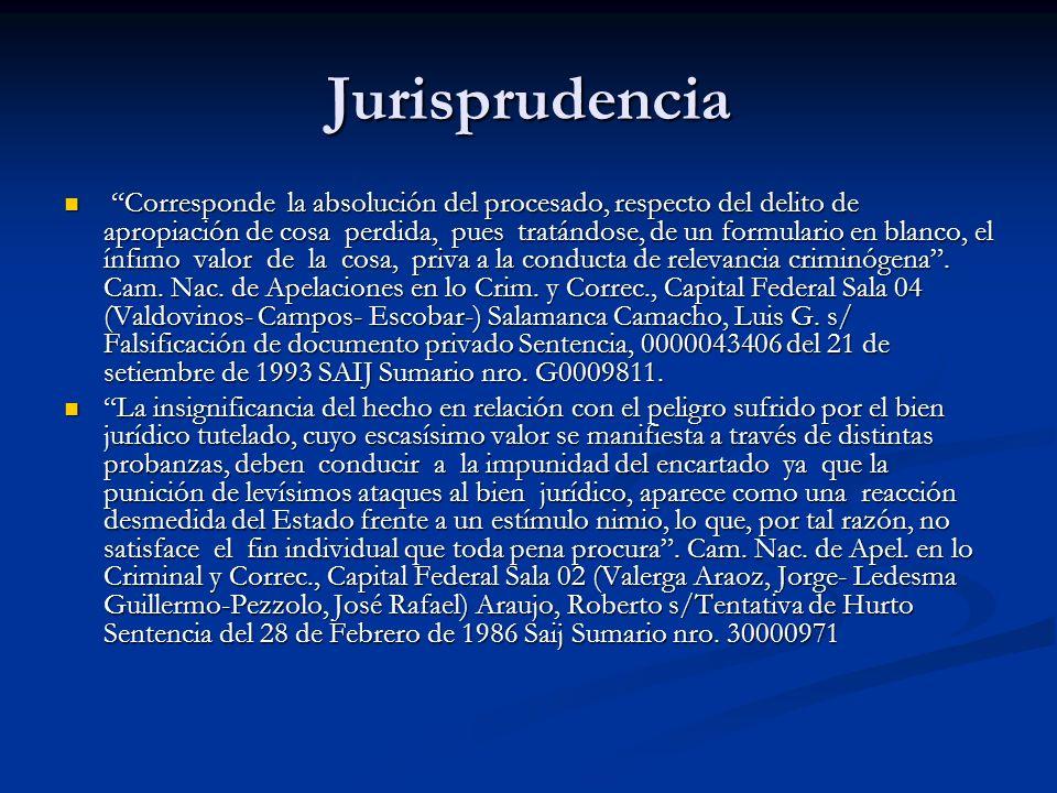Jurisprudencia Corresponde la absolución del procesado, respecto del delito de apropiación de cosa perdida, pues tratándose, de un formulario en blanco, el ínfimo valor de la cosa, priva a la conducta de relevancia criminógena.
