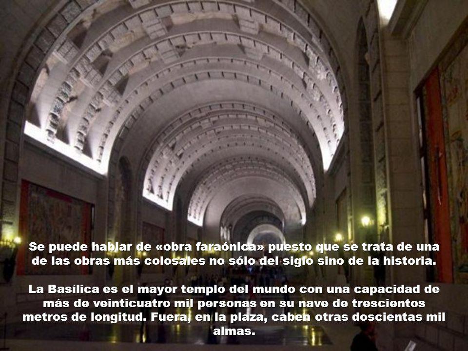 Tampoco estuvo mal pagado otro escultor, autor del auténtico protagonista del Valle, el Cristo «vasco» que preside el altar mayor de la Basílica.