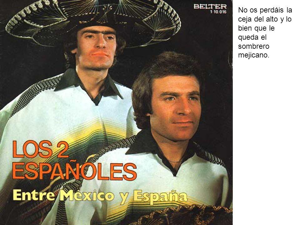 No os perdáis la ceja del alto y lo bien que le queda el sombrero mejicano.