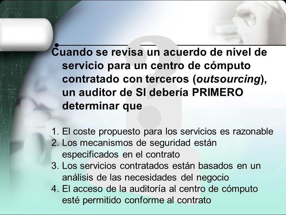 Cuando se revisa un acuerdo de nivel de servicio para un centro de cómputo contratado con terceros (outsourcing), un auditor de SI debería PRIMERO det