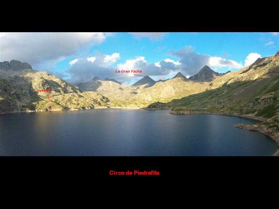 Álbum de fotografías Refugio Respumoso- Gran Facha (3.005 mts) Ruta circular de 3 días desde el embalse de la Sarra (Sallent de Gállego, Huesca) Día 1: Embalse de la Sarra- Refugio Respumoso, por el barranco de Aguas Limpias Día 2: Refugio-collado de la Facha, pico Gran Facha-refugio Día 3:Refugio-embalse de la Sarra por el Collado de los Musales (2569 m.) Realización 9/10/11 octubre 2010
