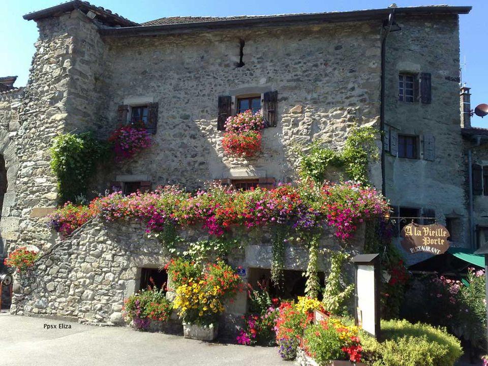Se trata de una villa medieval fortificada que se encuentra a orillas del lago Léman., en la región de Ródano-Alpes, departamento de Alta Saboya La creación del señorío de Yvoire se produjo en el siglo XII, si bien las fortificaciones son del siglo XIV, erigidas por orden de Amadeo V de Saboya.
