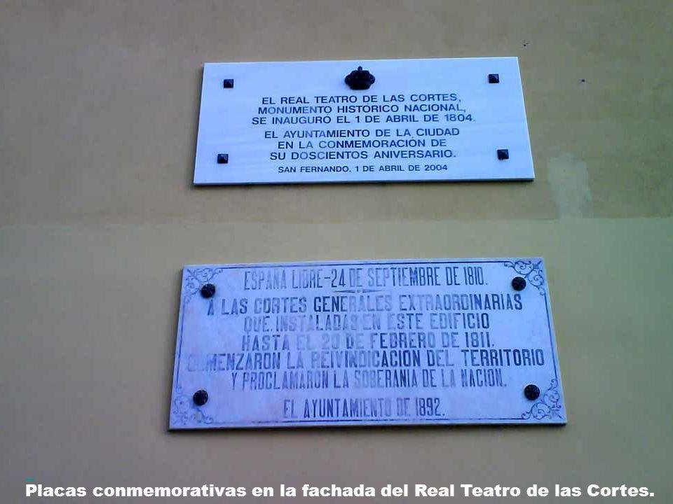 Real Teatro de Las Cortes: Fue inaugurado en el año 1804 y posteriormente, en septiembre de 1810, fue el lugar donde se celebraron Las Cortes Generales Extraordinarias, famosas por ser las que dieron lugar a la primera Constitución que meses más tarde sería promulgada en Cádiz.