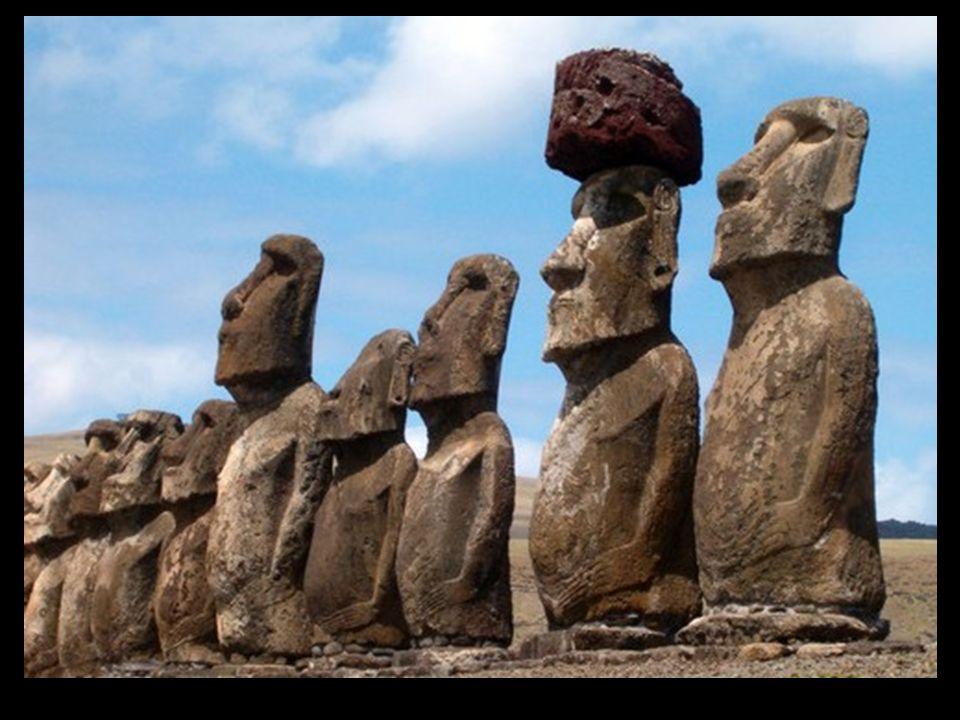 ¿Quién creó los moáis? Nadie lo sabe muy bien, pero se cree que los antiguos habitantes polinesios que se habían establecido en las islas, dedicaron g