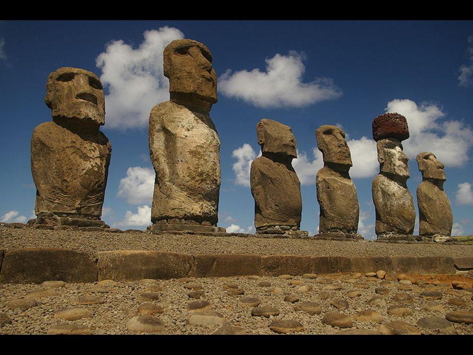 La Isla de Pascua o Rapa Nui, es una isla ubicada en el Océano Pacífico, perteneciente a Chile.