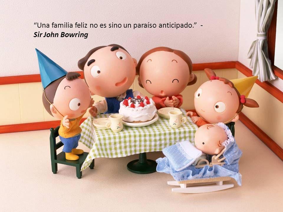 La familia es el espejo de la sociedad. - Víctor Hugo