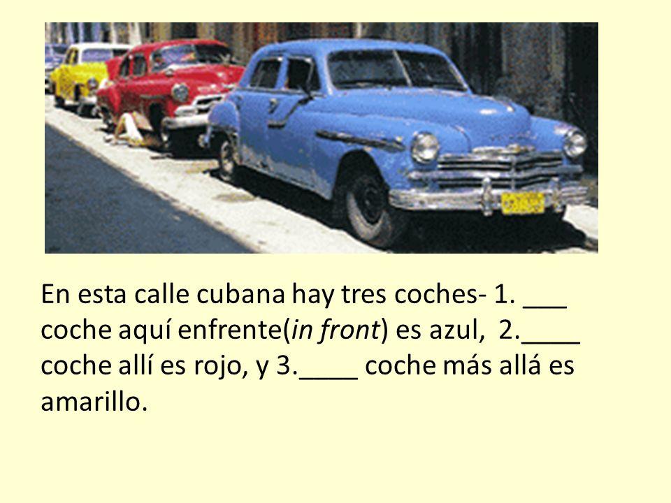 En esta calle cubana hay tres coches- 1.