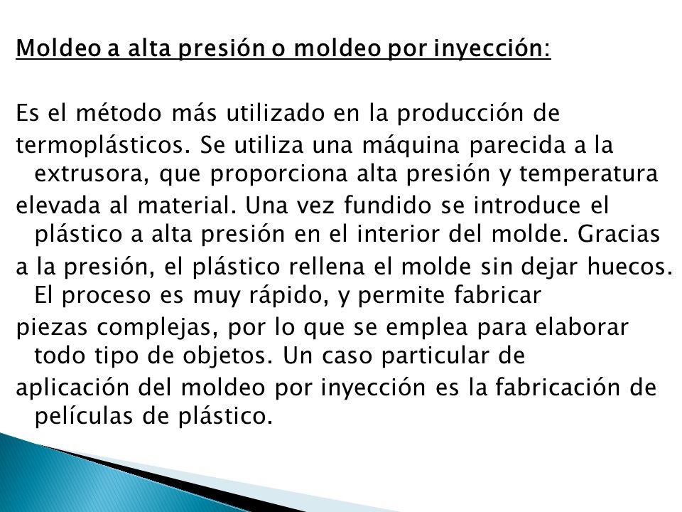 Moldeo a alta presión o moldeo por inyección: Es el método más utilizado en la producción de termoplásticos. Se utiliza una máquina parecida a la extr