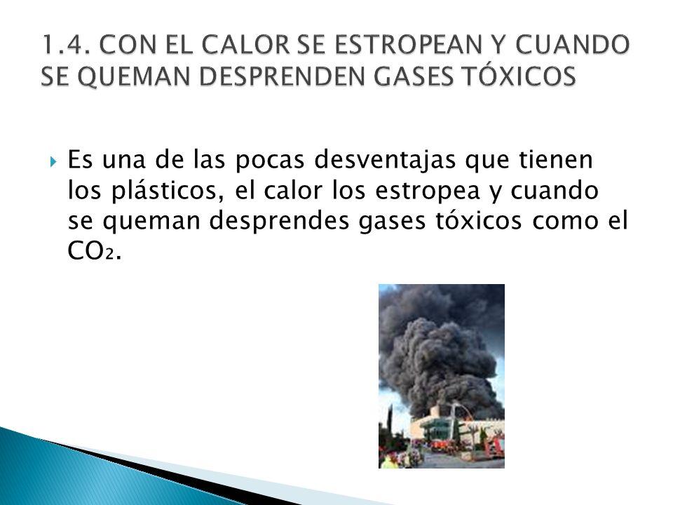 Es una de las pocas desventajas que tienen los plásticos, el calor los estropea y cuando se queman desprendes gases tóxicos como el CO.