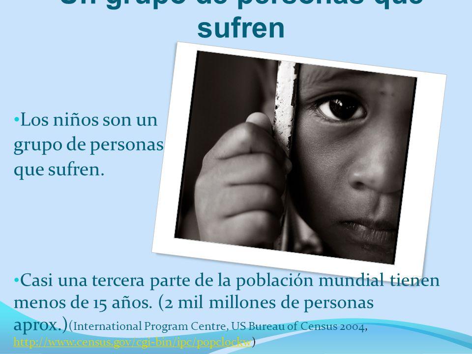 Un grupo de personas que sufren Los niños son un grupo de personas que sufren. Casi una tercera parte de la población mundial tienen menos de 15 años.