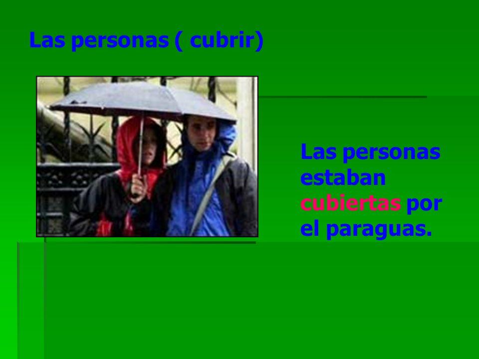 Las personas ( cubrir) Las personas estaban cubiertas por el paraguas.