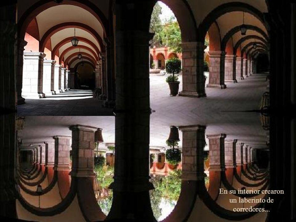 En el s XVII, los jesuitas construyeron el primer espacio educativo, hoy la Universidad Autónoma de San Luis Potosí, el templo de la Compañía y a la i