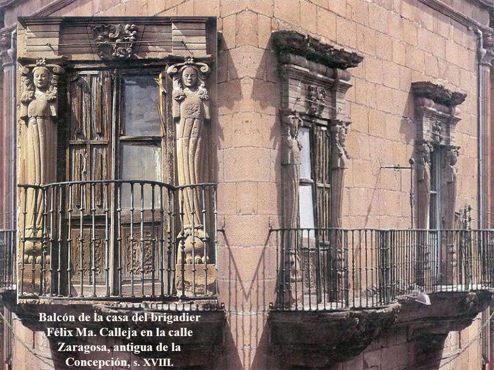 La estridencia óptica del barroco exuberante ha cimbrado El Carmen de San Luis Potosí desde 1767. La portada de los siete arcángeles y dentro el altar