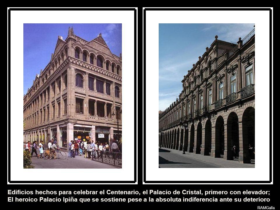 Los palacios del s XIX no desmerecen a los barrocos. Arriba la Real Caja de Felipe Cleere, s XVIII, a un lado el hermoso Palacio Monumental de Henri G