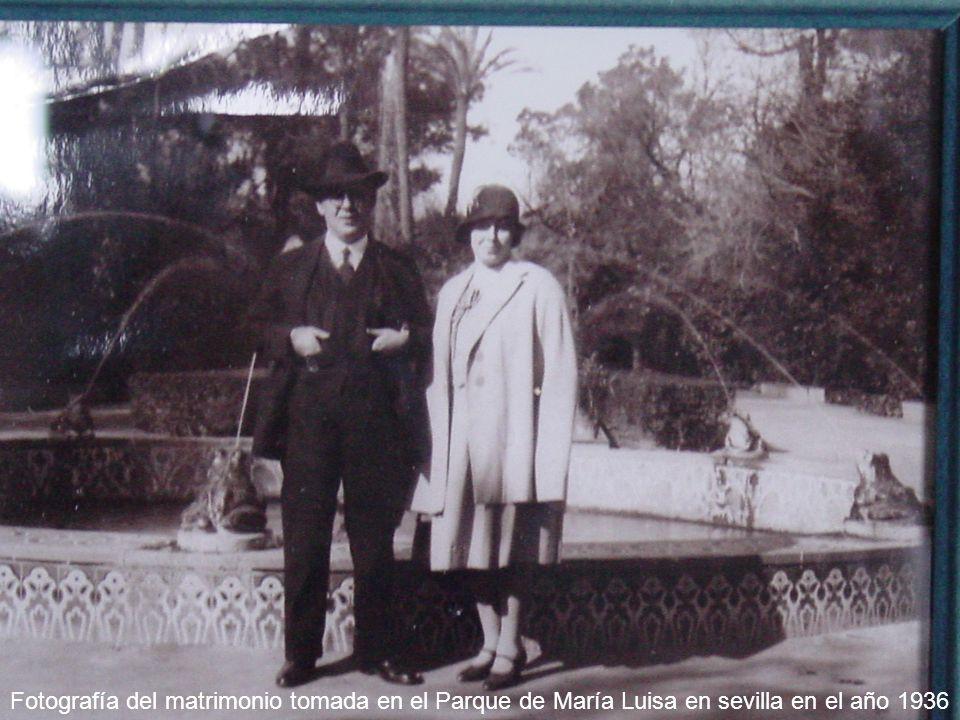 María Jesús Naranjo Infante Fotografía del matrimonio tomada en el Parque de María Luisa en sevilla en el año 1936