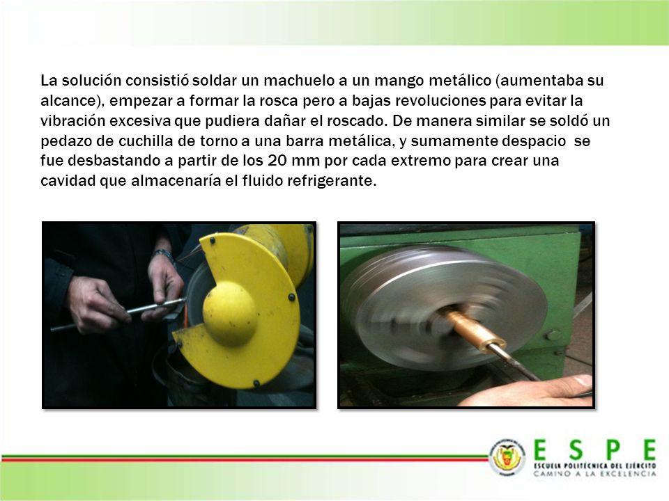 La solución consistió soldar un machuelo a un mango metálico (aumentaba su alcance), empezar a formar la rosca pero a bajas revoluciones para evitar l