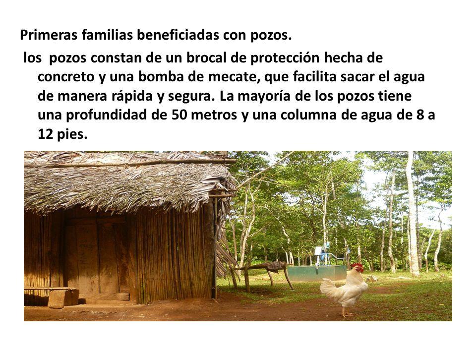 Primeras familias beneficiadas con pozos.